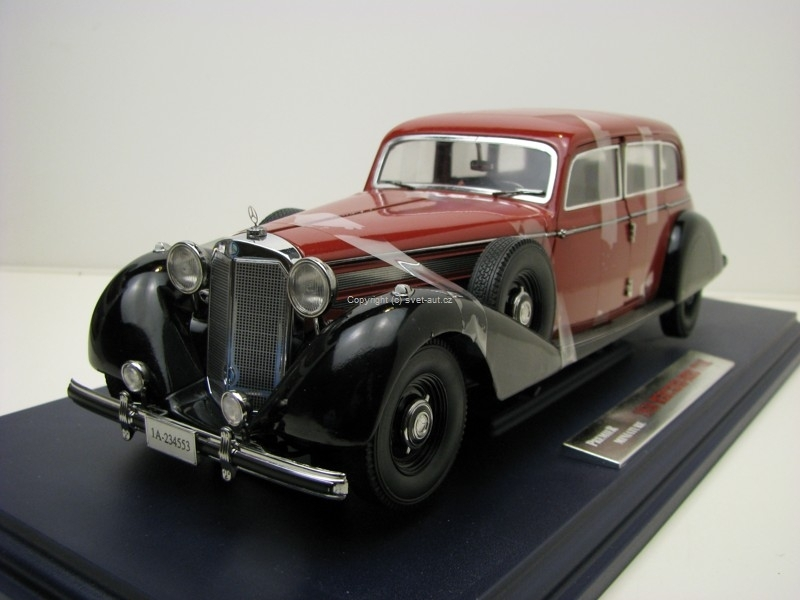 Mercedes-Benz 770K Coupe with 2 Figures Premier Miniature 1:18 Signature Models
